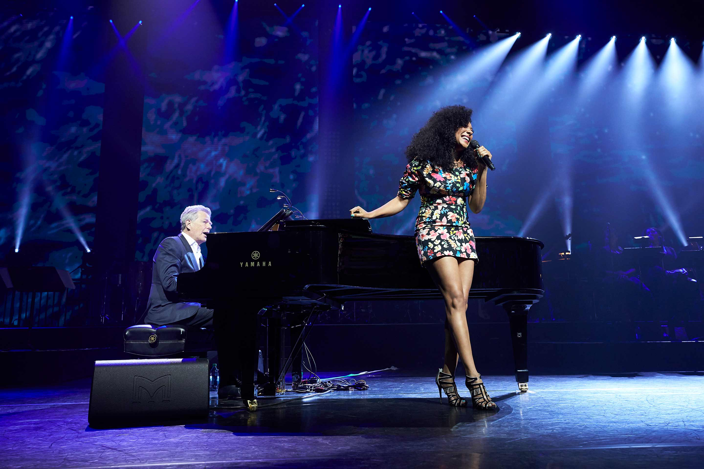 Shelea performing with David Foster at the closing concert