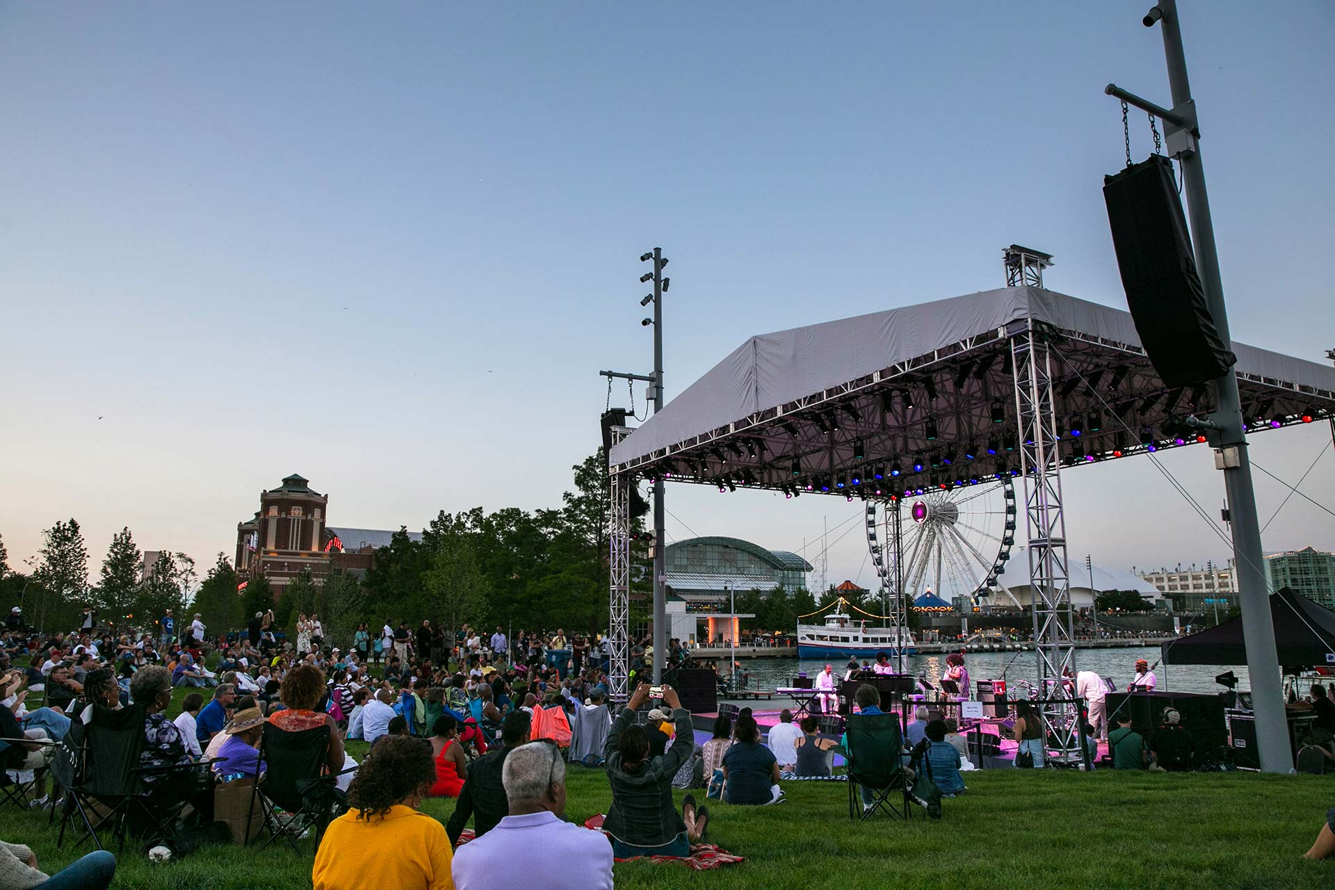 navy-pier-polk-bros-performance-lawns-28